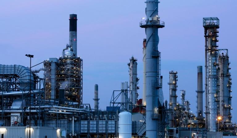 refinery iStock-611300710.jpg